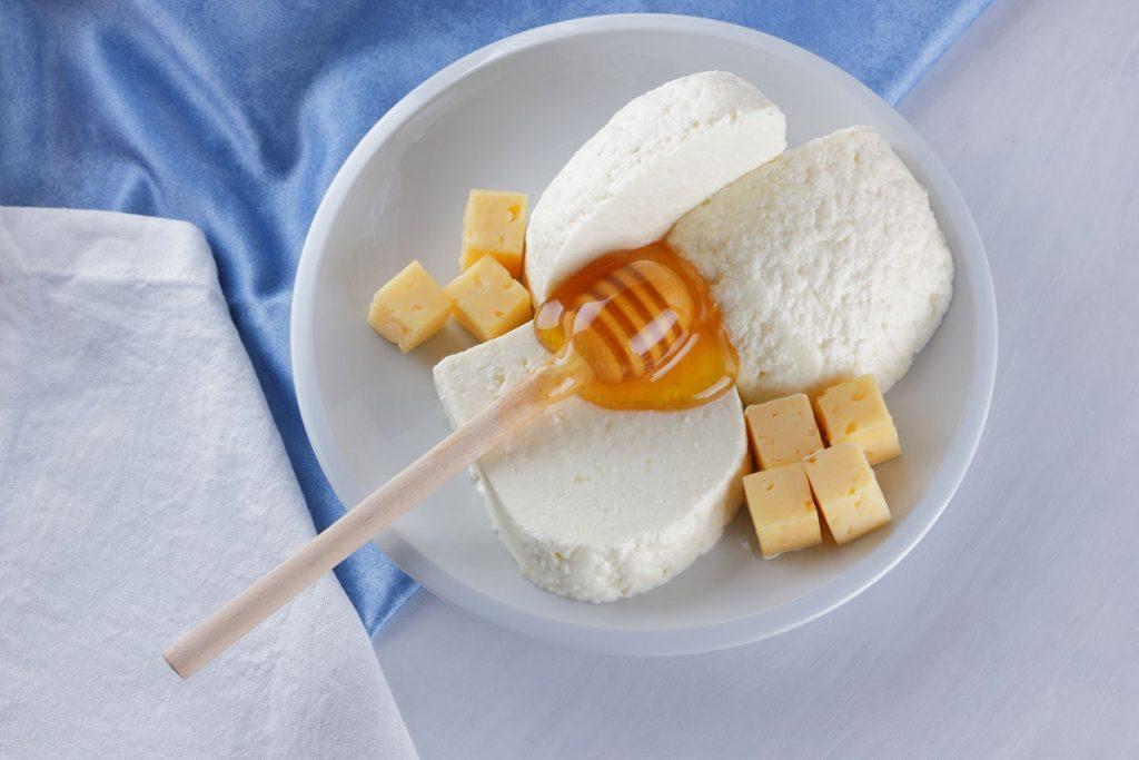 Пармезан и Чеддер с медом